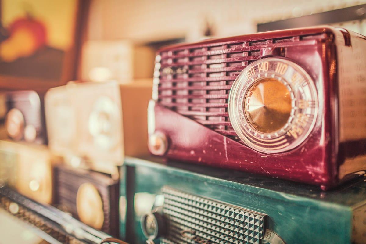 Integration durch Radio und TV